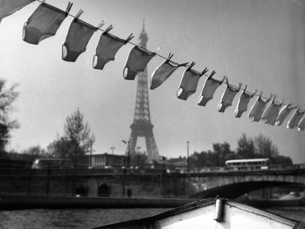 robert-doisneau-eiffel-tower-series-the-washing-of-petty-1961-1351238646_org